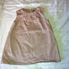Varetype: Kjole Farve: Rosa Oprindelig købspris: 350 kr.  Super fin Norlie kjole, som desværre kun nåede at blive brugt 2 gange. Se også mine andre annoncer.