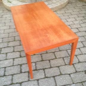 Fint sofabord af Severin Hansen. Olieret Ege plade, med rigtig flot glød.  H 52 L 115 D 60 cm.