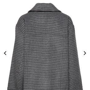 Jeg SØGER virkelig meget denne vinter jakke fra GANNI. Helst i M, hvis du har en du vil sælge så send en privat besked  💙