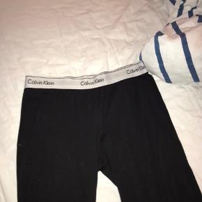 Calvin Klein loungewear bukser i blød bomuld, købt i Magasin til 400 kr.