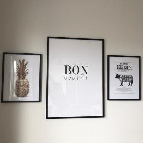Plakater fra Desenio sælges enkeltvis eller samlet - samlet pris = 160 kr   Bon appetit: 50x70 cm Beef cuts: 30x40 cm Ananas: 30x40 cm  Afhentes i København. SE FLERE PLAKATER PÅ MINE ANDRE ANNONCER
