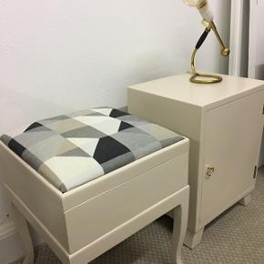 Natbord og skammel/opbevaringsmøbel Pris pr. Stk 575. Kr  Begge samlet pris 1000. Kr  FAST PRIS :)