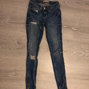 Fede jeans fra Gina Tricot, str xs Np: 350 mp: 80 kr