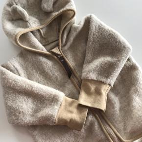Lækreste cardigan fra Huttelihut str 80-86. 🌿Naturligvis med lidt fnuller da det er ægte uld. Ellers god stand.