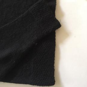 Hjemmestrikket trøje, passer størrelse S. I uld og god kvalitet!
