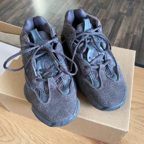 Adidas Yeezy utility black  Str. 40  Cond 8  Boks og kvittering følger med