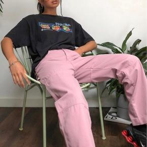 Virkelig fede (og udsolgte) bukser fra Kickers. Jeg sælger dem, fordi jeg kom til at købe 2 par, så der er stadig tags 🤍💙🤍💙  #Secondchancesummer