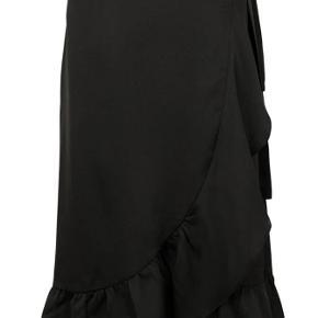 Slå om nederdel fra Neo Noir. Den sælges, idet jeg kun har fået den brugt en enkelt gang.