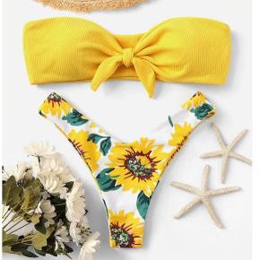 Super sød bikini med solsikke print. Perfekt til den varme sommer!🌸 sælges da den er for lille til mig