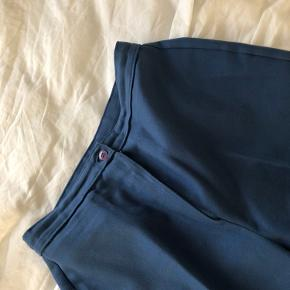 Blå bukser fra en vintage butik i London  Passer xs-s da de er lidt korte i det