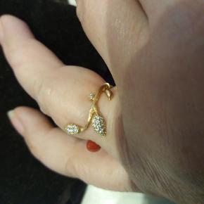 Super flot Blooming Ring med ialt  0,18 carats diamanter. Sælges for en veninde.  Certifikat og original æske haves.