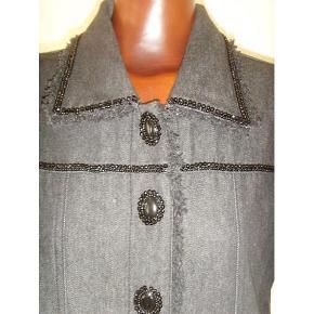 21858bb096d Brand: Fuego Woman Varetype: Super lækker jakke med detaljer Farve: Sort  Super lækker