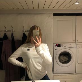 Jeg sælger min Kappa langærmede tshirt. Den er brugt, men i god stand. Np 400 Mp 150
