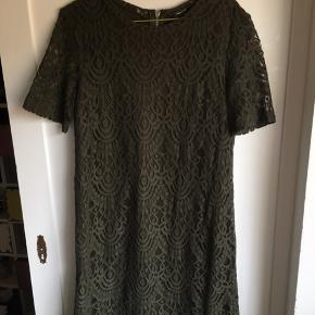 Kort flot blonde kjole fra H&M - kun brugt en gang, da den er for kort til mine lange stænger