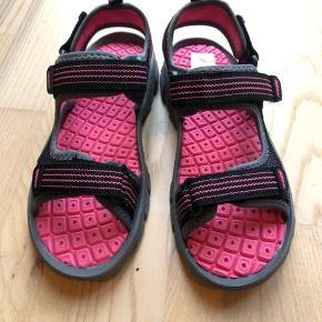 Helt nye grafitti sandaler str 33 Byd