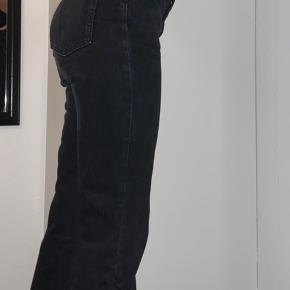 """Weekday jeans i modellen """"Voyage"""" W:26 L:30 De er brugt, og vasket en del - men ellers ingen tegn på slid"""