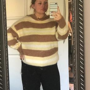 Strik fra H&M i forskellige farver striber. Str m   Min mp er prisen som er skrevet, men tager gerne imod bud under.  Jeg er 165 høj.   Giver mængderabat, hvis der findes flere ting.