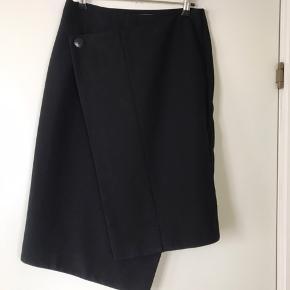 Super flot nederdel og næsten ikke brugt str s 750+ Porto