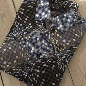 Sender ikke Sand skjorte Model Iver (ekstra slim fit) Str 39 Nypris 1200,-