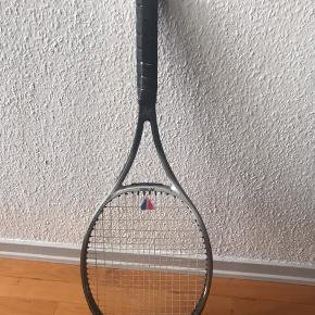 Tennisketchere samt taske sælges billigt. Bud modtages gerne