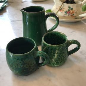 Sindssygt flot sæt. 2 unikke espresso kopper og mælkekande 😍  Kopper: h: 6cm b: 5cm Kande: h: 9cm b: 5cm