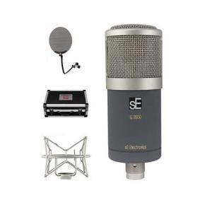 Mikrofon, SE Electronics + Gratis Studio Reflexion Bundle  BEMÆRK: Mikrofonen er spritny, købt for 9000kr og ikke brugt. I er velkomne til at byde.  Mikrofon, SE Electronics  G3500 er afledt fra den Gemini II, ved hjælp af den samme fremragende, hånd er udformet, kapsel og en indbygget for at skalere kabinet, men som en FET kun version. Det ser cute men opgraderingspakker et helvede af et Hulning som en lead vocal mic, og er lige så hjemme som din primære akustisk guitar mic. Mic leveres med en stilfuld shock mount og en stål forstærket Sort Aluminium flyvning sag.  Frekvensområde: 30 Hz-20 KHz Følsomhed: 23.7mV / Pa-32.5 ± 1.5dB Polar mønster: Cardioid Impedans:? 200 Ohm Tilsvarende støjniveau: 12dB(A weighted) Max SPL til 0,5 THD@1000Hz: 125dB Strømforsyningskravet: Phantom Power 48v. Stik: 3-benet SE Electronics Project Studio Reflexion Filter Vocal Booth  Grundet patenter indtil på deres oprindelige design lykkedes konkurrenter, der har forsøgt at emulere succes af SE-selskabets oprindelige RF Pro ikke at gøre så succesfuly siden deres design er begrænset, og som følge heraf er så deres forestillinger.  Projekt Studio RF bruger samme grundlæggende design som Pro version, og mens det kan aldrig være fuldt ud lige så effektivt som dets dyrere big brother, det let ouut udfører kopieres og til projekt studie brug er blot jobbet. Metal rammen er foret med den samme patenterede polyester fiberplader som Pro version bruger for dens ydre lag. Dette materiale har særdeles god akustisk absorbtion egenskaber; meget bedre end simpel indeholdende skum produkter. Dette er derefter yderligere foret med en høj fjerkræbesætningstæthed 'crystal' skum med buede Interiørets lilletrommere den billigere og mindre effektive indvendig, medium massefylde skum, der brugt af andre virksomheder.  Resultatet er et produkt, der ser fantastisk og «lyder» endnu bedre ved optagelse vokal og akustisk guitar... dens ikke en RF Pro, men det er bedst af resten!