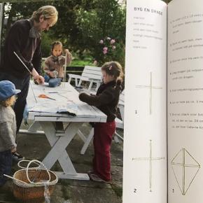 Bogen Familieliv.   Aktiviteter og boligideer for store og små af Lisbett Wedendahl . Fra forlaget Gyldendal. Familieliv handler om, hvordan du gør hverdagen endnu bedre og små oplevelser større ved at prioritere de ting, der gør livet sjovt. Bogen er på 193 sider