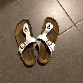 Sandaler købt på Mallorca Str: 38 Prisen er ikke fast, så byd endelig :)