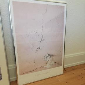 Plakat sælges uden ramme - ramme medfølger kun ved rette bud.Mål: h: 71 B: 51  Hentes på Vesterbro i Aalborg.