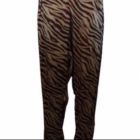 Fineste bukser fra Rabens Saloner. 100% viscose Fuld længde: 103 cm  Brugt få gange. Bytter ikke. Nypris 1300,- Bud fra 400,-