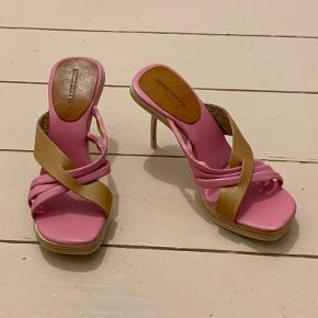 Sassy 00's Killer Heels fra MISS SIXTY (8 cm).
