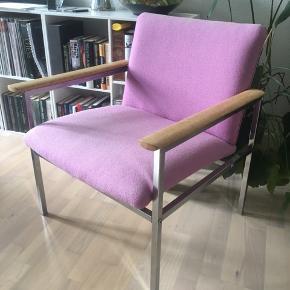 Virkelig smuk loungestol/lænestol i god stand. Ingen huller eller pletter.   Kan afhentes i Århus C eller leveres i Århus men kun ved forudbetaling.   Man er velkommen til at komme forbi og se den