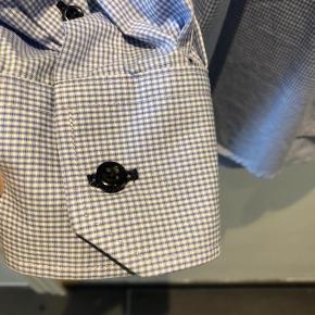 Skjorte, spm er brugt 1 gang og vasket 1 gang. helt som nu. Så fin på.
