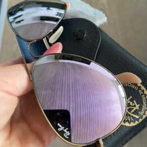 Fede klassiske aviator Ray-Ban solbriller med mat messing/kobber-agtig farvet metal stel og støvet lilla spejl-glas. Prisen er fast og betaler fragt. Tager ikke retur.