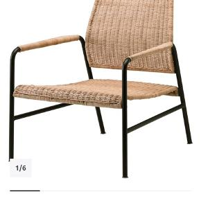 SMUK stol fra Ikea. Kan hentes på trøjborg. Et par måneder gammel