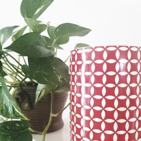 Skøn keramik. Høj. Cirka 20 - 25 cm høj.  Kan afhentes i Helsingør eller på Blegdamsvej efter aftale