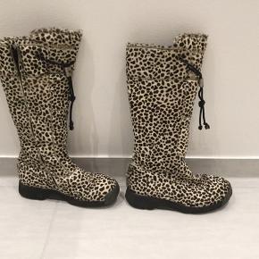 Super flotte leopard Bumper støvler i rigtig fin stand sælges hurtigt. 🤍🖤