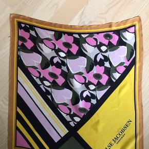 Det klassiske helsilke tørklæde fra Ilse Jacobsen. Brugt få gange.
