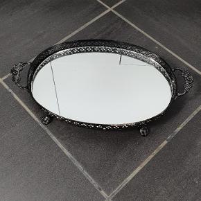 Sød kurv med spejl i bunden. Skriv endelig ved spørgsmål 😀👍