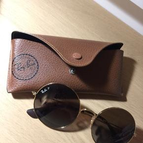 This Ray-Ban sunglasses is in a very pristine condition.   Prices in stores: 1.230 kr.   Location: Birkerød