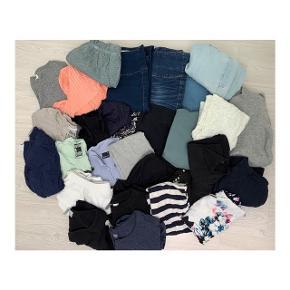 Alt tøjet i denne pakke sælges samlet til 150 kr.  Størrelsen på det hele er xs.
