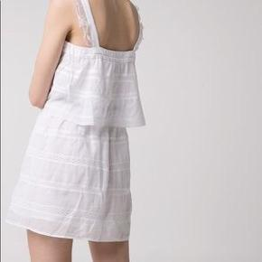 Brugt 3-4 gange. Det er en M men den passer bedre en S :-)  OBS, det sorte bånd er ikke en del af kjolen.  Tags: Zara, H&M, Other Stories.