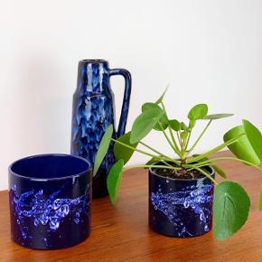 West Germany 🇩🇪💙 Vase: 230kr.  Stor urtepotte: SOLGT.  Lille urtepotte: SOLGT.