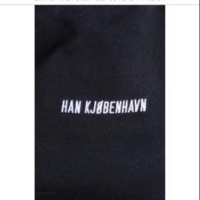 Sælger denne sweatshirt fra Han Kjøbenhavn hvis rette bud kommer. Nypris var 1000 kr. Skriv for flere billeder Har bud på 500