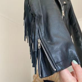 Sælger denne meget elskede lædersag fra Meotine. Den er brugt flittigt men også velholdt og passet på. Byd for en pris :)