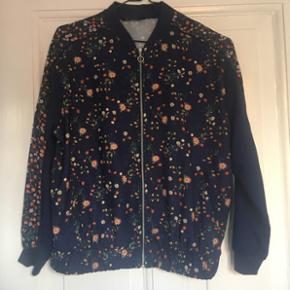 Fineste jakke (Købt i Barcelona)  Str medium (passer også small)  Cond: 9/10