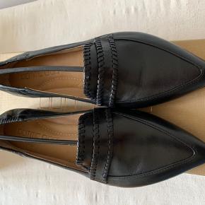 Skønne spidse sko i det blødeste skind  Desværre købt halvt nummer for lille 😥 Håndlavet i Italien