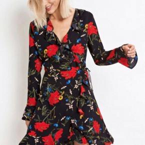 Sælger denne super flotte kjole fra envii Skriv gerne for flere billeder eller mere information:)