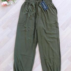 Helt nye bukser fra utopia clothing i størrelse small. (Små i størrelsen)
