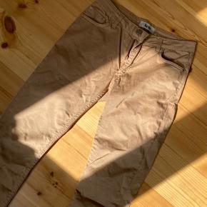 Acne bukser som passer en størrelse 29/32. De er for store til mig og derfor får jeg dem ikke brugt.